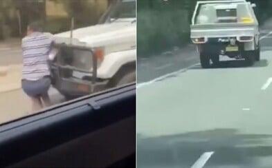Bláznivý řidič nabral muže na svůj nárazník a jezdil s ním vysokou rychlostí po dálnici