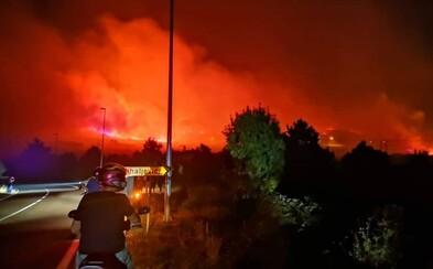 Blízko populárnej dovolenkovej destinácie v Chorvátsku vypukli veľké lesné požiare