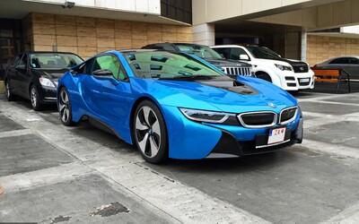 BMW i8, plug-in hybridný superšport od necelých 140-tisíc €, už aj na Slovensku!