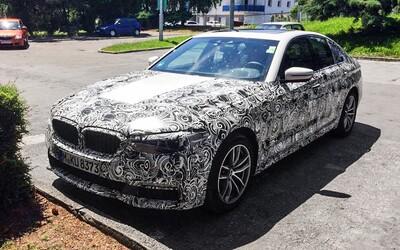 BMW na slovenských cestách testuje úplne nový rad 5! Môžeme sa teda tešiť na perfektný podvozok?
