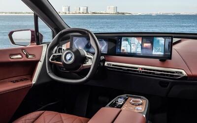 BMW představilo infotainment iDrive 8. generace. Má velké displeje a umělou inteligenci
