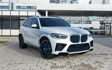 BMW už budúci rok uvedie na trh svoje prvé sériové vodíkové auto, X5-ku s palivovými článkami
