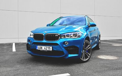 BMW X6 M: Keď 575 koní rúca fyzikálne zákony (Test)