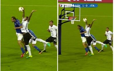 Boatengův penaltový zákrok rozesmál internet. Zvednuté ruce se díky fotomontážím přesunuly do nejrůznějších momentů