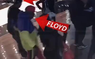 Bodyguard Floyda Mayweathera udeřil fanouška, když se chtěl vyfotit s boxerem