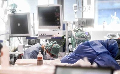 Bohatí Rusi skupujú pľúcne ventilátory, aby si zachránili životy, v nemocniciach ich krajina nemá dostatok
