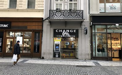 Boj proti pražským podvodným směnárnám zaznamenal úspěch, dalším třem byla odňata licence. Směnárny ale pořád fungují