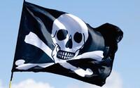 Boj s pirátmi graduje. Vo Spojenom kráľovstve môžu za zdieľanie filmov alebo hudby dostať až 10 rokov natvrdo