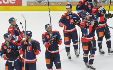 Bojovali aj za Mareka Svatoša. Slovenskí hokejisti ani dnes nenašli premožiteľa a bez jedinej prehry vyhrávajú Nemecký pohár
