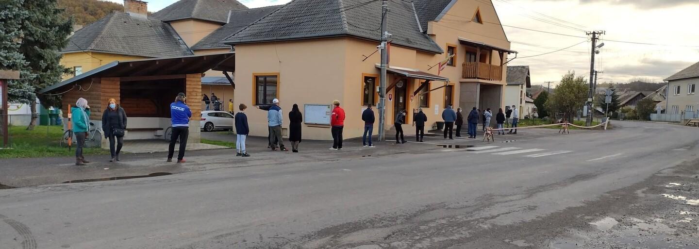 Boli sme sa otestovať: Niektorí z nás počkali na nedeľu a v rade stáli sotva minútu, iní zisťovali, kam sa oplatí ísť