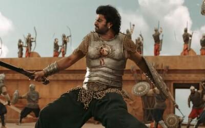 Bollywoodský akční blockbuster baví celý svět. Jedna šílená scéna střídá druhou