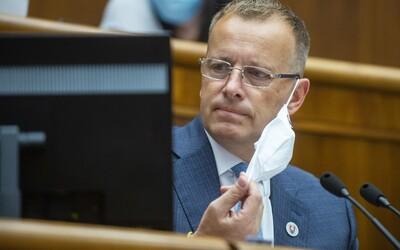 Boris Kollár sa raduje z prehry liberalizmu v Poľsku. Zdieľa dezinformačný web a želá Dudovi veľa úspechov