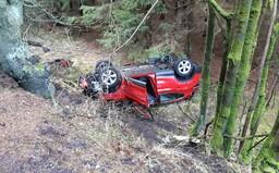 Bouře Sabine má v Česku první oběť, řidič při nehodě zemřel. 300 000 domácností bylo bez proudu
