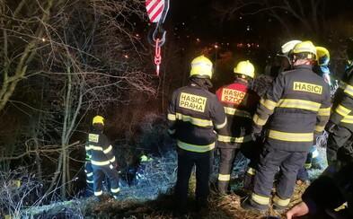 Bouře Sabine v Česku: Nejezdí vlaky, uzavírají se školy, sto tisíc lidí bez proudu, přes tisíc hasičských výjezdů