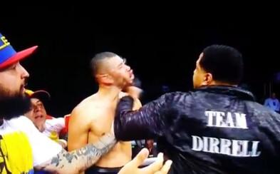 Boxerův strýček zákeřně vrazil soupeři po surovém KO. Jeden z nejvíce šokujících momentů boxu tohoto roku si vzala na starost policie