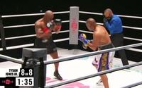 Boxerský megazápas Mike Tyson vs. Roy Jones Jr. skončil remízou. Legendy předvedly skvělou bitvu