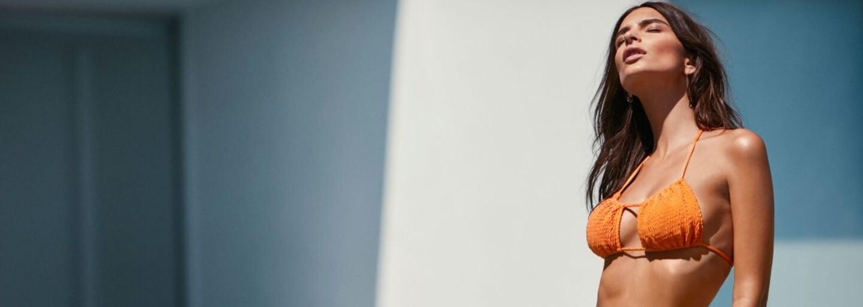 Božská Emily Ratajkowski pomotá mužom hlavy v jej najnovšej kampani