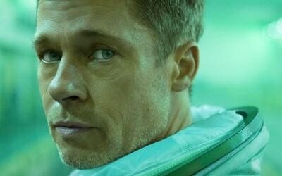 Brad Pitt se během vesmírné mise snaží zachránit sluneční soustavu a najít ztraceného otce. Sci-fi Ad Astra vypadá skvěle