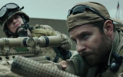 Bradley Cooper je najnebezpečnejší sniper na svete v novom filme Clinta Eastwooda