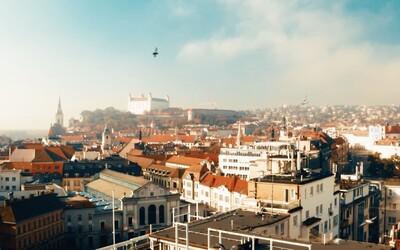 Bratislava čaká na turistov. Mesto sa pripomína videom plným umenia, nádherných miest, ale aj prázdnych ulíc