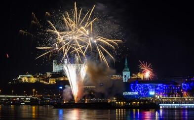 Bratislava ohňostroj napokon mať bude, vraj kvôli bezpečnosti. Iné mestá radšej poslali ušetrené peniaze Prešovu