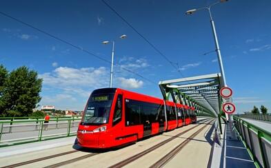 Bratislava sa posúva do 21. storočia. V nových autobusoch si pravdepodobne budeš môcť nabiť mobil