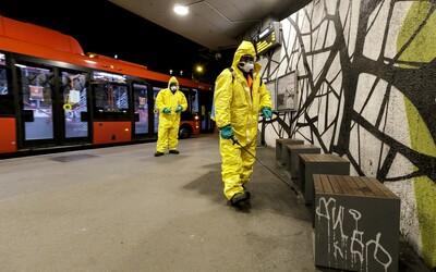 Bratislavčan s 3 promile začal mlátiť vodiča MHD, ktorý pomáhal vystúpiť vozíčkarovi z autobusu