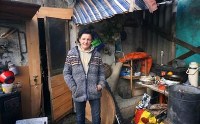 Bratislavčanku Zuzanu nechal manžel na ulici, dnes žije v slume so štyrmi psami (Fotoreportáž)
