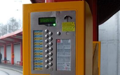Bratislavská MHD sa posúva do 21. storočia. Vo väčšine automatov sa bude dať platiť aj kartou