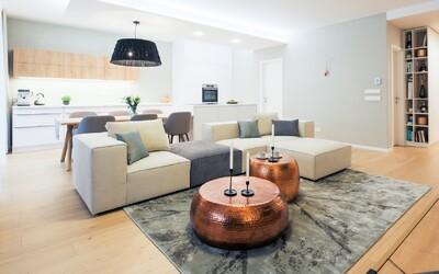 Bratislavská novostavba odhaľuje byt plný moderného dizajnu, ktorý spĺňa aj najprísnejšie kritéria