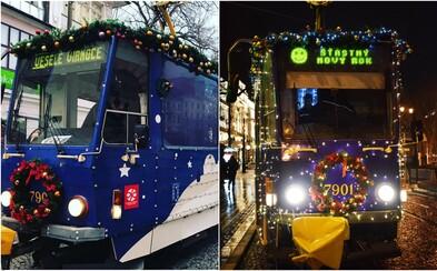 Bratislavská vianočná električka bola tento rok jedna z najkrajších v Európe. Porazila aj Amsterdam či Budapešť