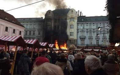 Bratislavské vianočné trhy zachvátil požiar. Hlavné námestie museli uzavrieť