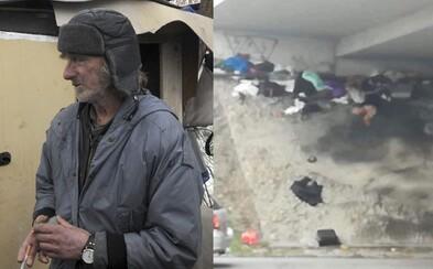 Bratislavskému bezdomovcovi zhabali veci, keď na mieste ani nebol prítomný. Zachovali sa pracovníci správne?