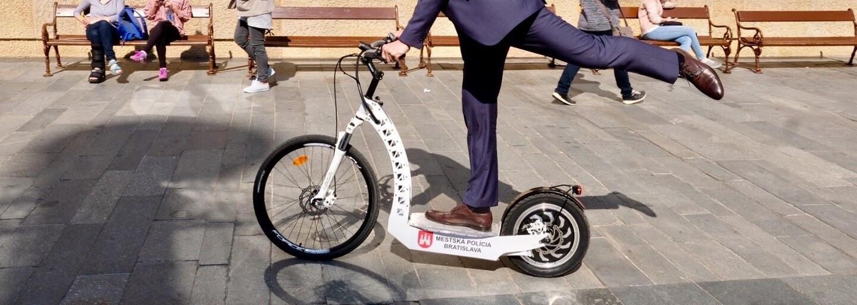 Bratislavskí mestskí policajti dostávajú nové smart elektrické kolobežky. Dočkáme sa väčšej bezpečnosti a lepších služieb?