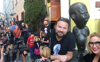 Bratislavu prvýkrát na ulici zdobí maličký Pičus. Socha nahého mužíka už precestovala svet, festival Pohoda aj galériu Danubiana