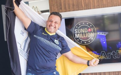 Brazilec proměnil 4 dolary na 1 milion v pokerovém turnaji. Loni ho vyhodili z práce, nyní je milionář