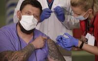 Británia schválila vakcínu od AstraZeneca a Oxfordskej univerzity, už objednala sto miliónov dávok