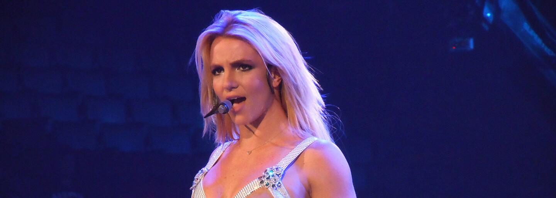 Britney Spears opakovaně přidává fotky a videa nahoře bez. Je to projev rebelie a boje za vlastní svobodu?
