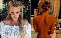 Britney Spears zverejnila svoju polonahú fotku, fanúšikovia však neveria, že to je ona. Speváčka im poslala tvrdý odkaz