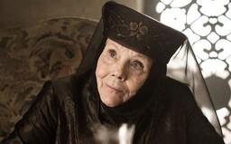 Britská herečka Diana Rigg, známá ze seriálu Game of Thrones, zemřela ve věku 82 let