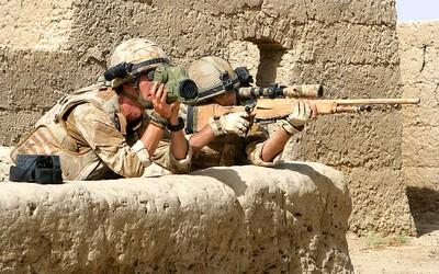 Britský sniper zabil 6 teroristov na vzdialenosť 1,3 kilometra jediným projektilom