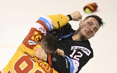 Brutálna bitka v slovenskej Tipsport lige. Lietali päste, rozhodcovi sa ušiel kopanec korčuľou