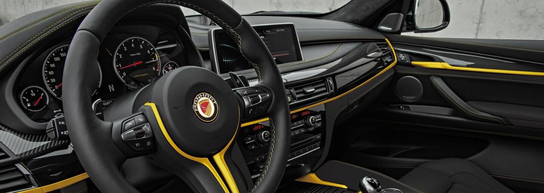 Brutálne BMW X6 M ako strach-naháňajúci black on black so 700 koňmi od Manhartu