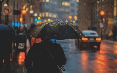 Budeme vyrábať elektrinu z dažďa? Jedna kvapka vraj vygeneruje až 140 voltov
