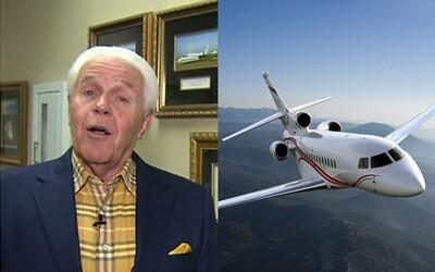 Bůh mu řekl, že potřebuje čtvrté soukromé letadlo. Kazatel žádá věřící o 54 milionů, aby mohl po světě šířit své myšlenky