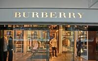 Burberry spálilo oblečení za 827 milionů korun, aby si udrželo exkluzivitu