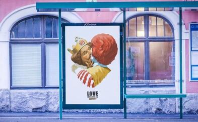 Burger King sa vo Fínsku bozkával s maskotom McDonald's. Išlo o kampaň na podporu LGBT komunity