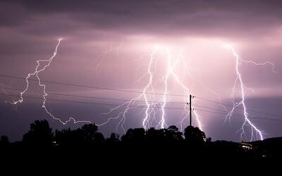 Búrky dnes hrozia na celom území Slovenska. Výstraha prvého stupňa platí do večerných hodín