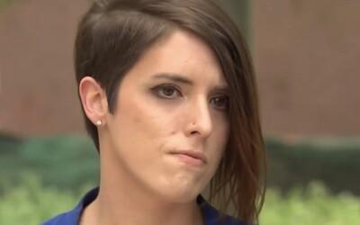 Byla učitelkou roku, vyhodili ji, když ukázala dětem fotku se snoubenkou. Jako odškodné za diskriminaci dostane 100 tisíc dolarů