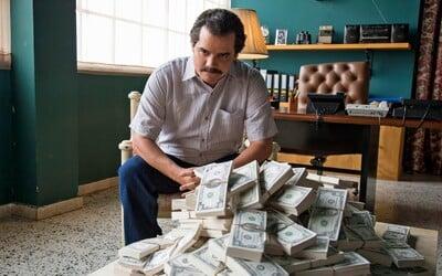 Bývalí agenti CIA hledají ztracené miliony Pabla Escobara. Drogový baron zabil i muže, kteří je zakopávali, aby o místech nikdo nevěděl
